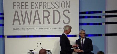 """Todas las compañías tendrían que tener valores"": Tim Cook recibe un premio a la libertad de expresión"