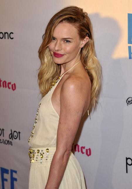 Kate Bosworth en color pastel y con joyas en primavera