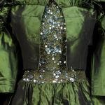 El museo Fashion Institute of Technology hace limpieza de armario: la oportunidad para conseguir un Halston,  un Chanel o un Balenciaga