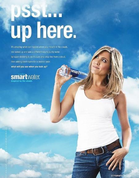 Nada de mirarle las bubis a Jennifer Aniston, mejor presta atención al anuncio