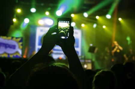 ¿Quieres disfrutar de un concierto? Haz fotos, nos dice la ciencia