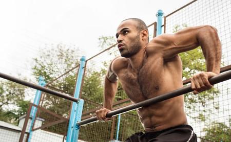 Tres ejercicios que te ayudarán a hacer tu primer muscle-up de CrossFit