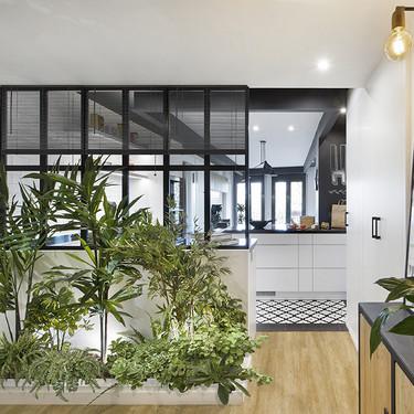 Puertas abiertas; un loft que recupera sus muros para ganar intimidad con una zona privada