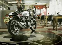 Triumph Thruxton Ace, Cafe Racer en vídeo
