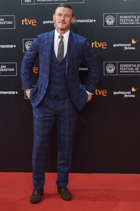 Luke Evans o cómo estropear un look que no iba mal encaminado