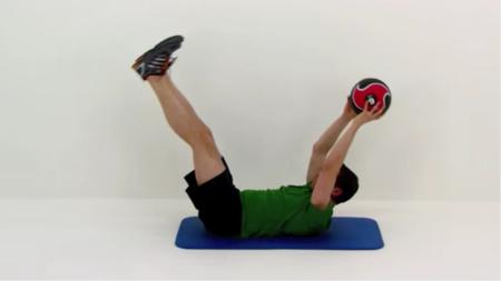 Cinco entrenamientos diferentes para hacer con un balón medicinal
