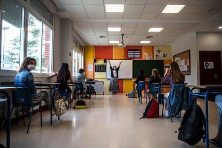 Todo abre menos los colegios: qué planes tiene el gobierno y cómo se comparan con Europa