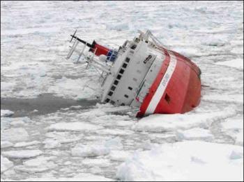Un crucero con turistas naufraga en la Antártida