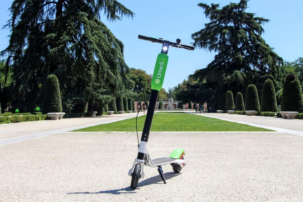 Patinete eléctrico Lime-S en el Retiro de Madrid