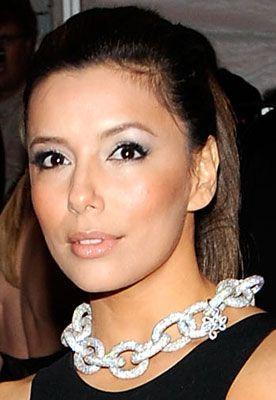 Eva Longoria cambia de look de maquillaje