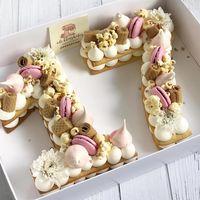 Las tartas en forma de letra o de número son las reinas de Instagram (y nosotras sabemos cómo hacerlas)