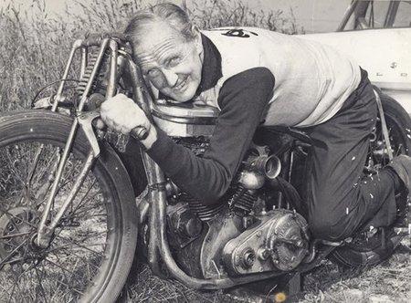 Motorpasión a dos ruedas: una mirada al pasado con Burt Munro, otra al futuro