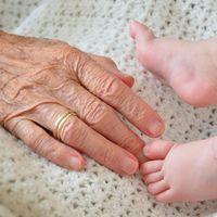 Ser madre a la edad de ser abuela: una mujer italiana de 62 años da a luz a su primera hija