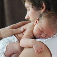 El permiso de paternidad de cinco semanas es una realidad: entra en vigor el 5 de julio