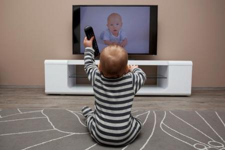 Televisión y niños, ¿qué hacer si pasan demasiado tiempo frente a la pantalla?