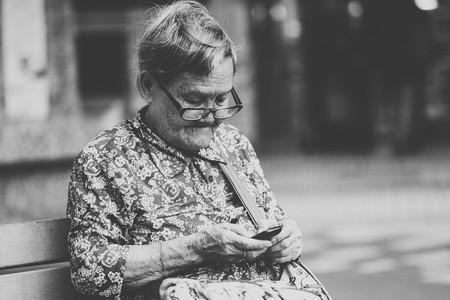 Guía de compra de teléfonos móviles y smartphones para personas mayores: quince modelos desde 30 hasta 500 euros