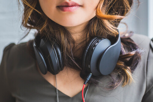Auriculares con cancelación activa del ruido: cómo funcionan, ventajas e inconvenientes