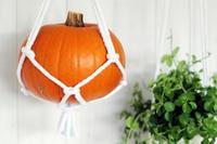¿No sabes dónde poner tus calabazas de Halloween? Cuélgalas