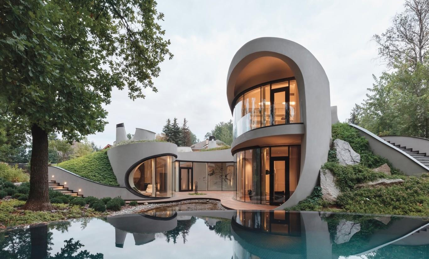 Una casa moderna que se integra a su entorno orgánico con elegancia