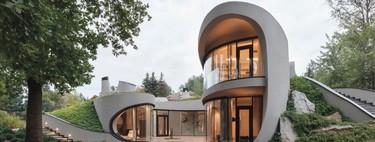 Una casa moderna que se integra a su entorno orgánico con elegancia, es posible con esta estupenda propuesta arquitectónica rusa