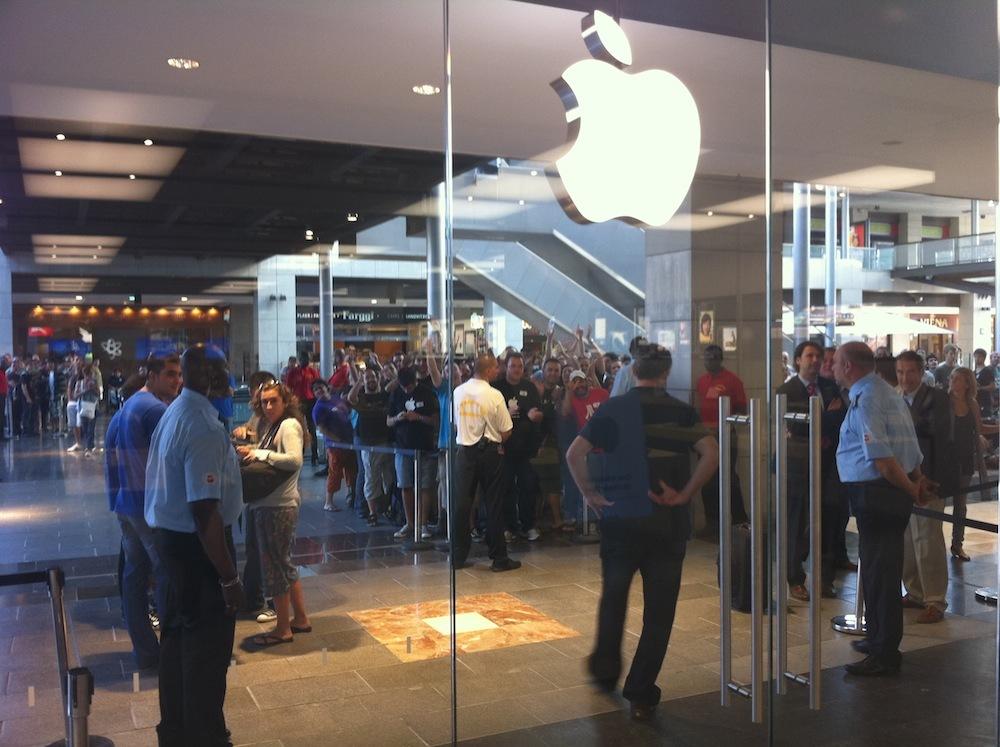 Foto de Inauguración Apple Store La Maquinista (25/93)