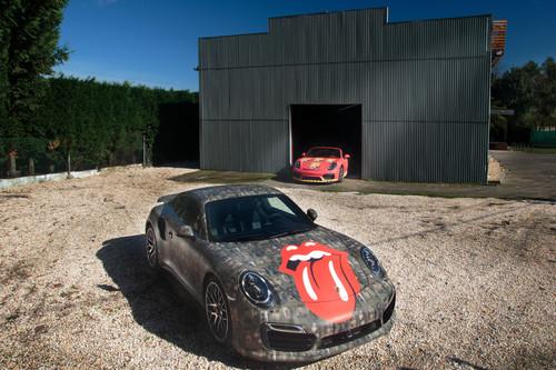 ¿Qué hacen estos Porsche decorados con obras de Andy Warhol?