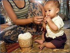 Madre Laos 6 meses.jpg