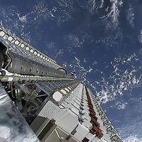 """Starlink empezará a probar este mes sus nuevos satélites """"sin brillo"""" aunque los astrónomos siguen teniendo dudas"""