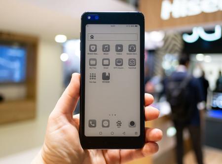 HiSense A6, primeras impresiones: una doble pantalla sin bisagras ni pliegues con una tinta electrónica que vale para todo