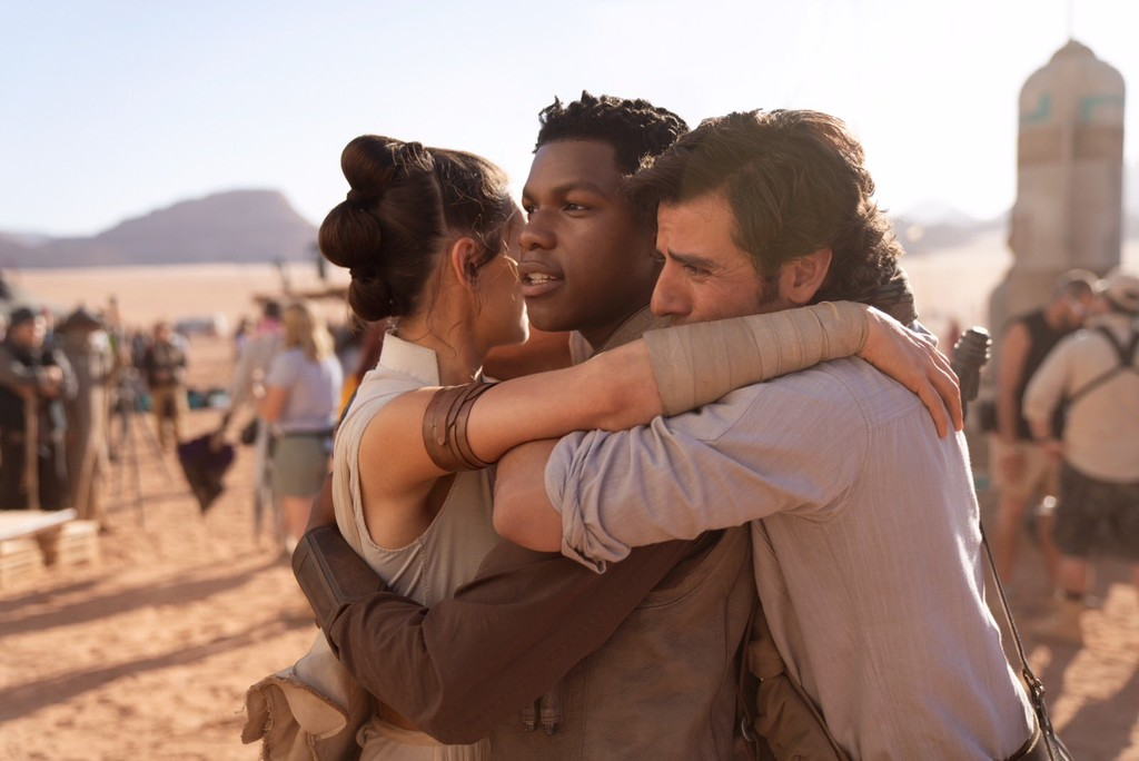 we Finished the filming of 'Star Wars: Episode IX'! J. J. Abrams shares a moving image to celebrate the end of a stage