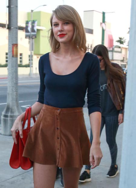 Érase una mujer a una minifalda pegada, por Taylor Swift