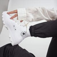 Ahorra casi 40 euros en tus zapatillas Converse con plataforma y suela troquelada gracias a este código de descuento