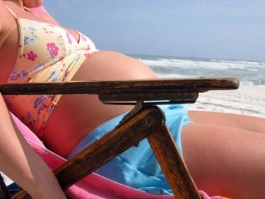 Durante el embarazo, toma el sol con precaución