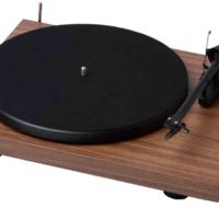 El Debut RecordMaster es un plato de música creado por ProJect que permite pasar tus vinilos al ordenador de forma fácil