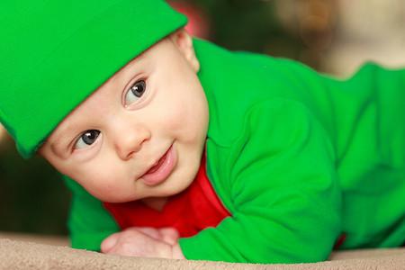 Bebé con disfraz navideño