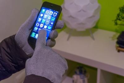 Se acabó congelarnos las manos por usar nuestro iPhone en invierno, probamos los Touchscreen Gloves de Mujjo
