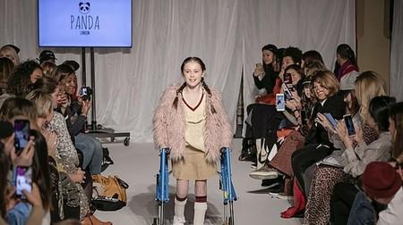 Tiene parálisis cerebral y cumplió su sueño de desfilar solo unos meses después de caminar por primera vez