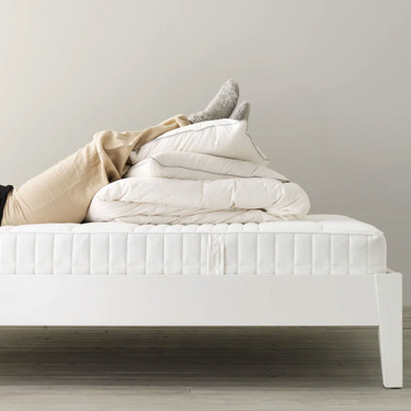 Los colchones mejor valorados de Ikea por los usuarios tienen una firmeza alta pero son de distintos materiales y precios