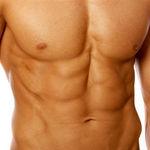 Así puedes usar tus mancuernas para trabajar el abdomen: seis ejercicios para poner en práctica