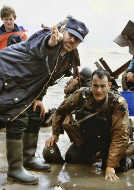 Steven Spielberg y Tom Hanks en el set de Salvar al Soldado Ryan