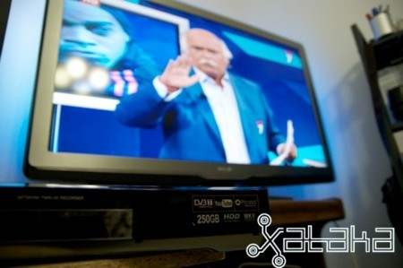 La Philips LED 9704 de 46 pulgadas y el centro multimedia de LG se hacen amigos en Xataka