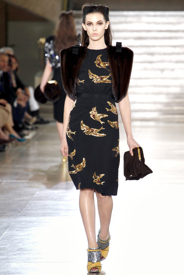 Foto de Miu Miu Otoño-Invierno 2011/2012 en la Semana de la Moda de París: Miuccia Prada al rescate (13/20)