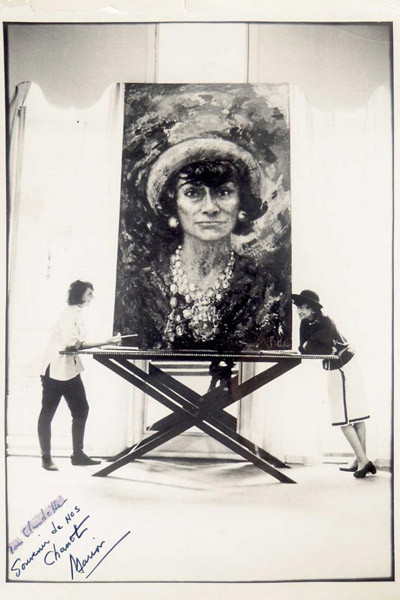 Los cinco retratos de Coco Chanel realizados por Marion Pike expuestos en el London College of Fashion