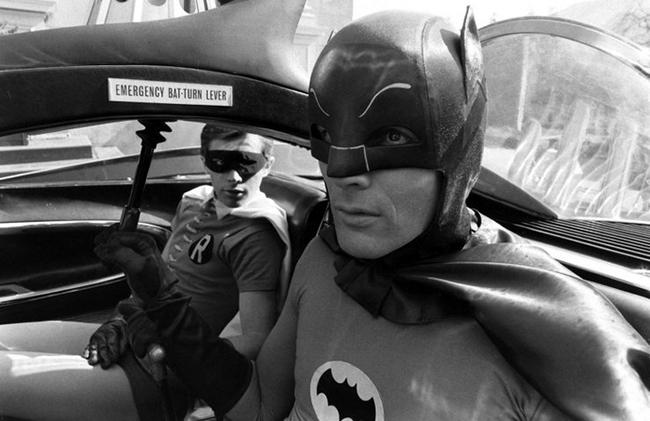 """Fotografías del rodaje de la mítica serie """"Batman TV Show"""" de los años 60"""