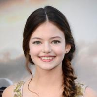 Mackenzie Foy, la nueva (mini)estrella de Hollywood sabe cómo pisar una alfombra roja