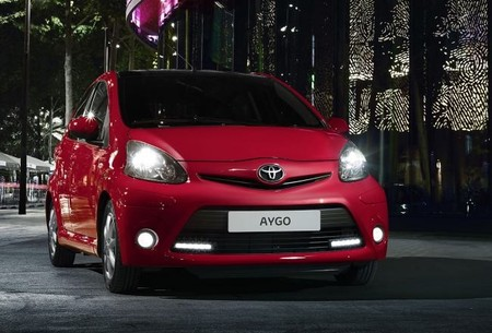 Nuevo Toyota Aygo serie especial Rojo Frac, la movilidad no está reñida con el estilo