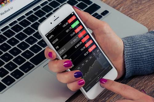 Los ingresos de Apple por ventas de iPhone caen un 15% con respecto al año pasado: es la primera vez que sucede