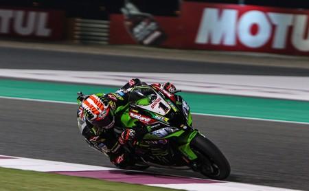 Jonathan Rea le regala el título de constructores a Kawasaki tras otra victoria aplastante en Catar