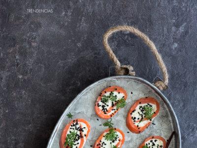 Rollitos de salmón ahumado, crema de wasabi, lima y manzana verde