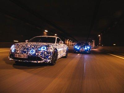 Los prototipos del Alpine A110 se pasean por París para anticipar su lanzamiento en marzo
